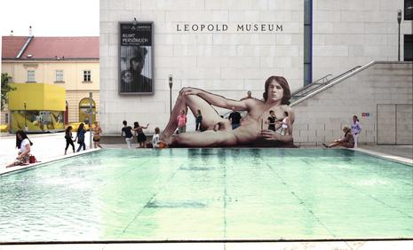 Ilse Haider, Mr. Big, Installation im Innenhof des MuseumsQuartiers, 2012 © Courtesy Galerie Steinek, Wien