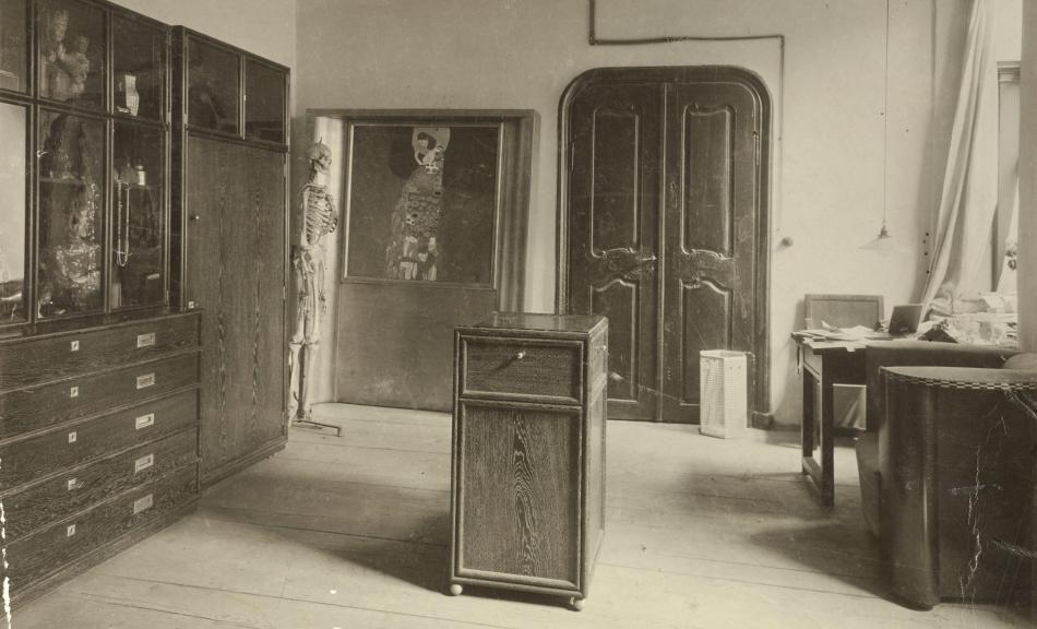 MORITZ NÄHR, Large Antechamber to Gustav Klimt's studio at Josefstädter Straße 21 with Wiener Werkstätte furnishings and Klimt's painting »Hope II« with exhibition frame, 1912 © ÖNB/Wien, 214.837 E Pos