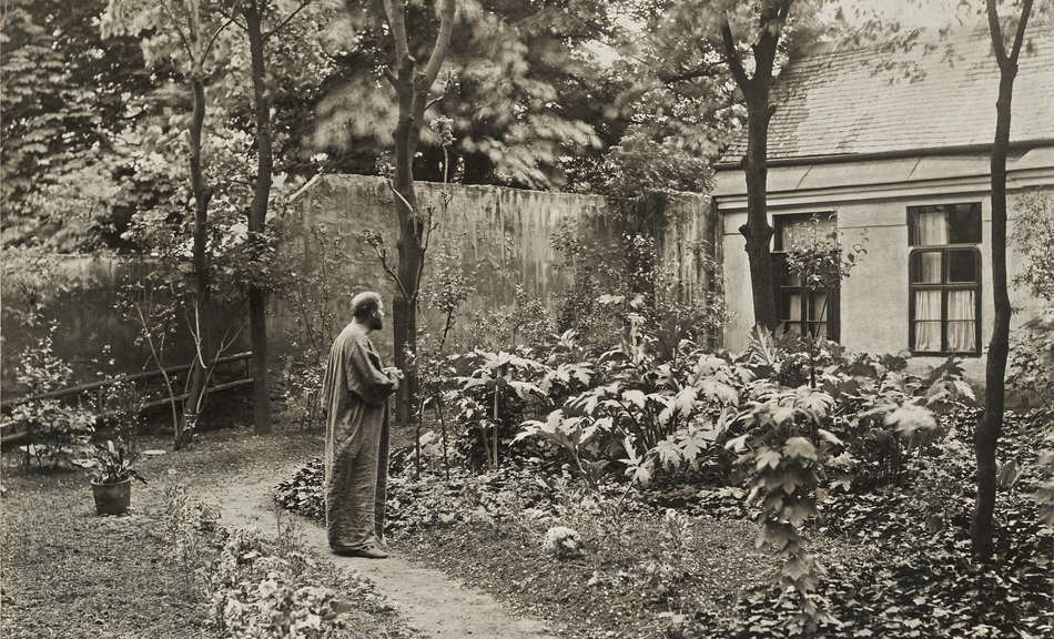 MORITZ NÄHR, Gustav Klimt im Garten vor seinem Atelier in der Josefstädter Straße, 1912 © MORITZ NÄHR, Gustav Klimt in the garden in front of his studio at Josefstädter Straße, 1912