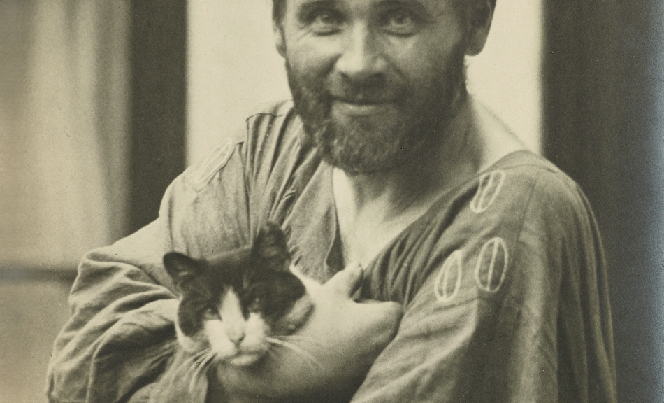 MORIZ NÄHR | Gustav Klimt in Smock with Cat | 1911 © Leopold, Private Collection | Photo: Leopold Museum, Vienna/Manfred Thumberger
